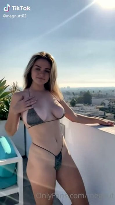 Famous 18-year-old girl shows her huge natural boobs on TikTok