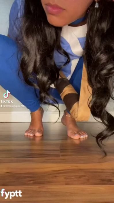 Funny TikTok with girl popping her pussy in Avatar Katara cosplay