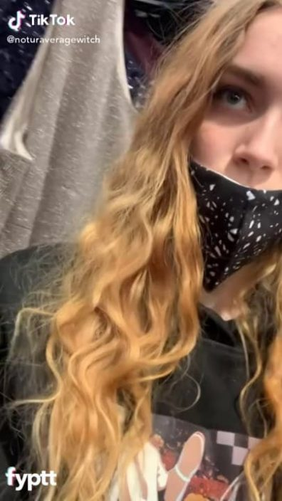 Someone's telling this TikTok thot not to do it but she cannot stop showing her pussy in public
