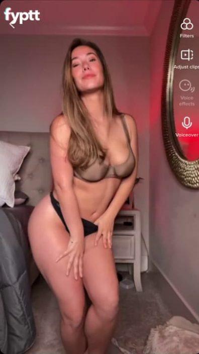 Gorgeous MILF with beautiful round ass strips on TikTok nude